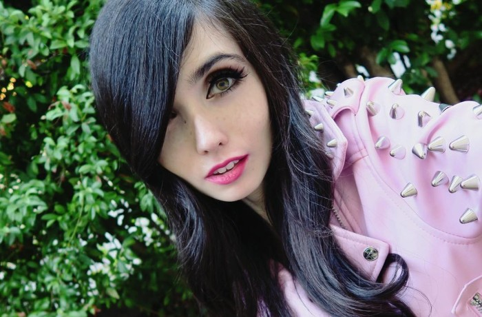 Eugenia Cooney Wiki, Age, Death, Height , Weight, Brother, Mother, Family & More